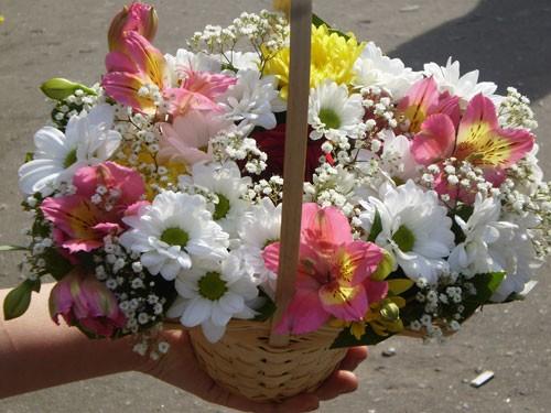 Цветы в корзинке своими руками